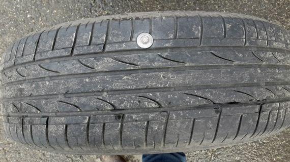pietrele de pneu de rezervă pierde)